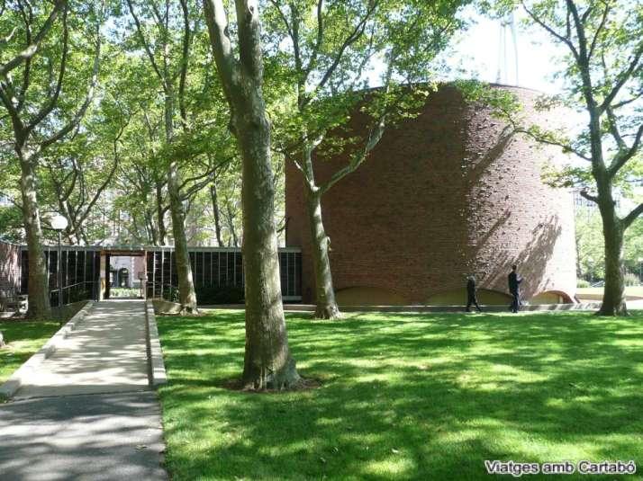 La MIT Chapel d'Eero Saarinen des del Kresge Oval