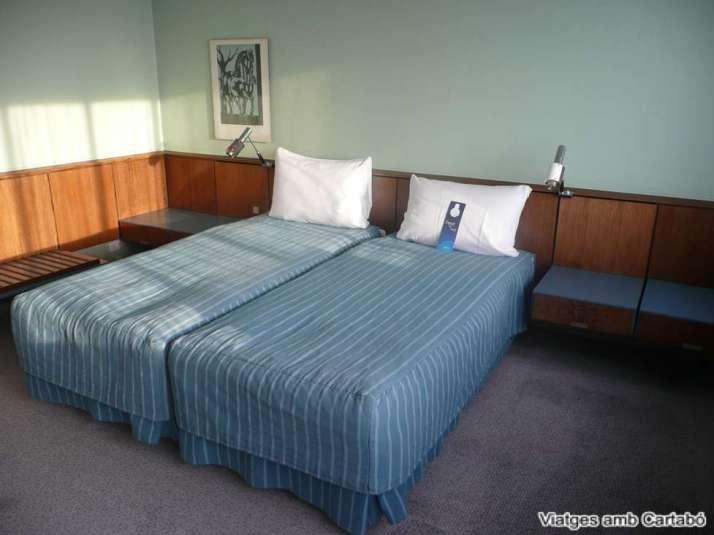 Llits i tauletes de nit de l'Arnie Jacobsen Suite