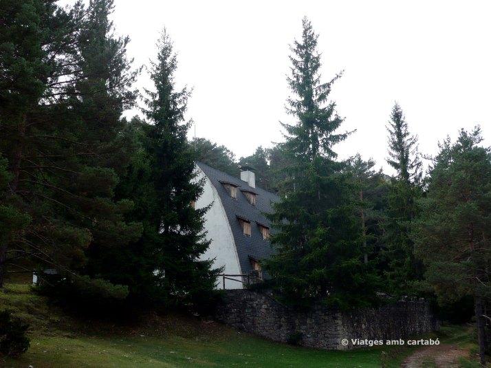 El Xalet de Catllaràs entre els arbres