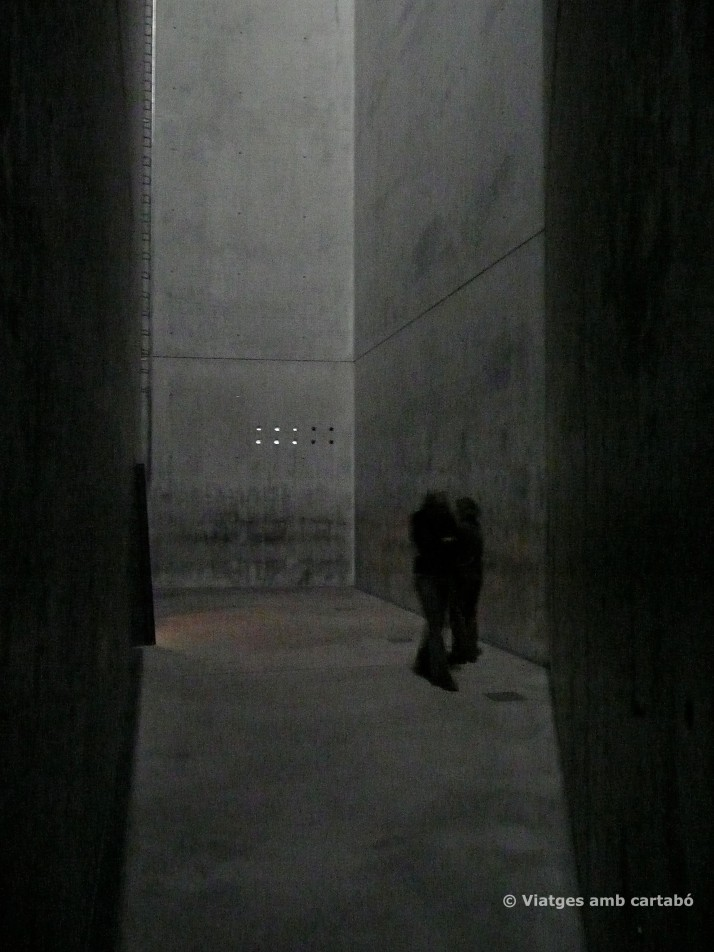 Entrada a la Torre de l'Holocaust