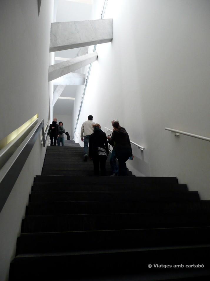 Escala des de baix
