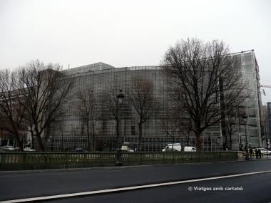 Institut del Món Àrab de París des del Pont de Sully