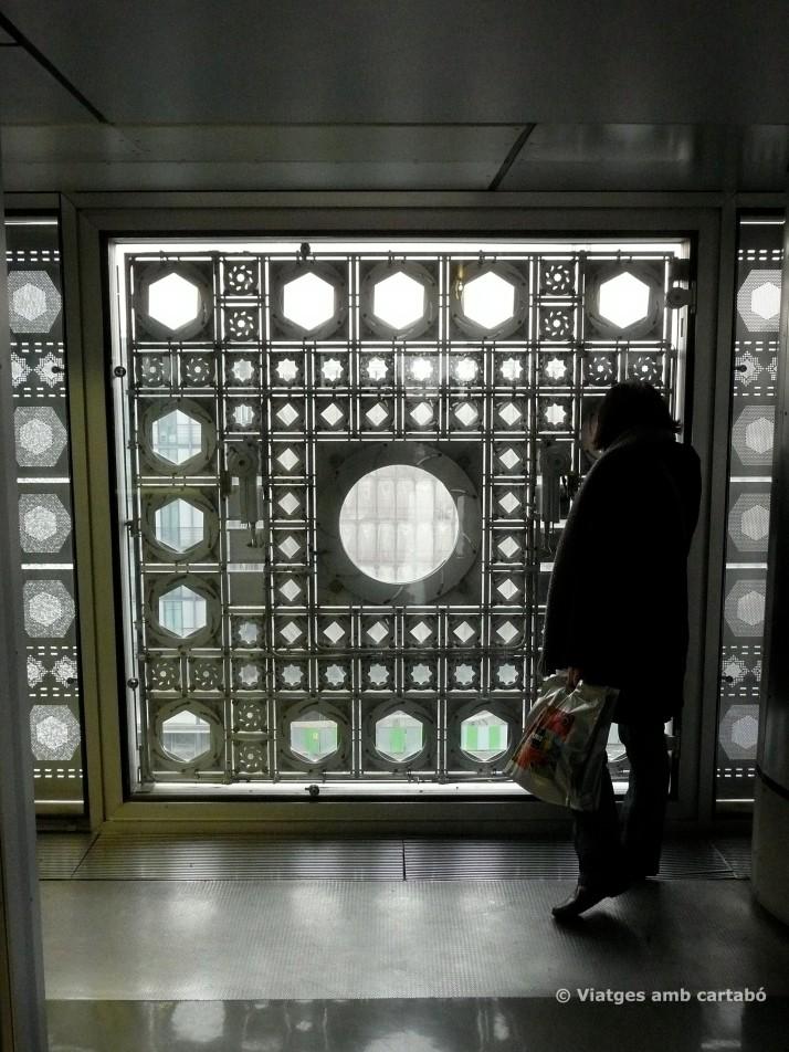 Vistes de les gelosies des de l'interior de l'Institut del Món Àrab