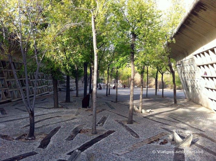 Eix principal elements simbòlics cementiri d'Igualada