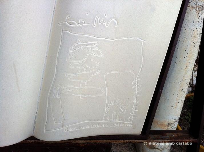 Mausoleu Enric Miralles detall làpida cementiri Igualada