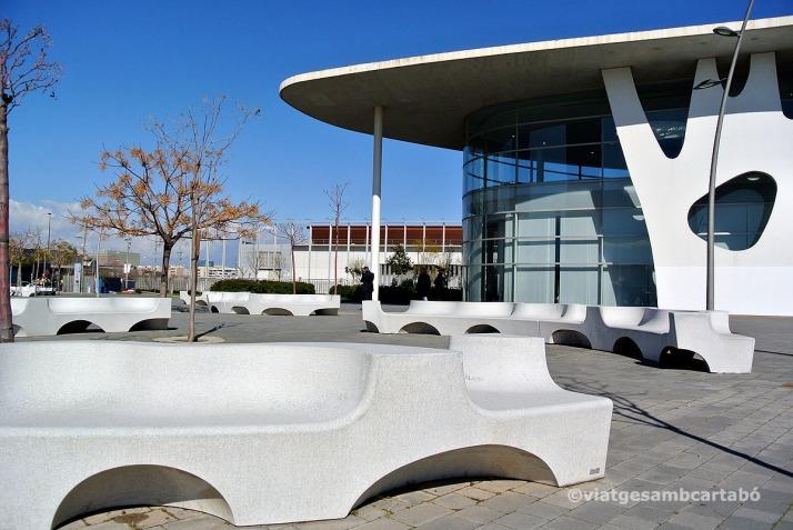 Toyo Ito Bancs Plaça Accés