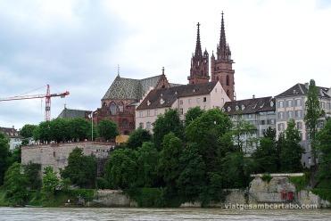 Vista de la Catedral de Basilea des del Rin