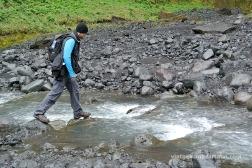 Creuant un riu a peu
