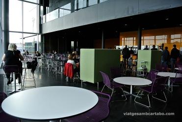 Cafeteria de la planta baixa de l'Harpa