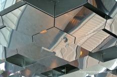 Detall dels miralls del sostre