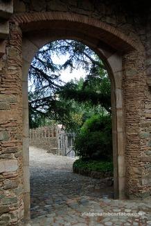 Accessos a la Finca i a les restes medievals