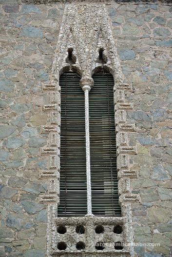 Detall de finestra geminada