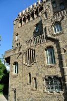 Façana lateral de la Torre de Bellesguard. Atenció al recobriment de la canelera!