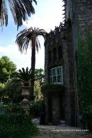 Façana posterior i jardí de la Torre de Bellesguard