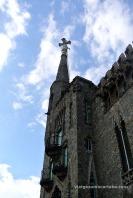 Detall de la torre i la creu de quatre braços