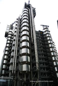 Tot el sistema de ventilació i serveis del Lloyd's està col·locat a l'exterior