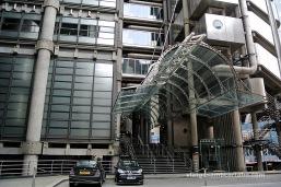 Pèrgola de l'entrada de l'edifici Lloyd's de Richard Rogers