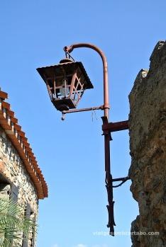 Un dels fanals de Castellnou des Aspres