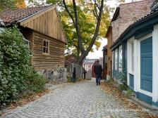 Caminant pel carrer Damstredet a Oslo amb cases del segle XVIII