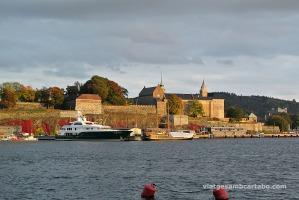Posta de sol sobre el castell d'Akershus a Oslo