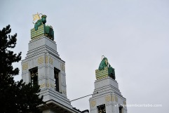 Torres de la façana amb Sant Leopold i Sant Severí