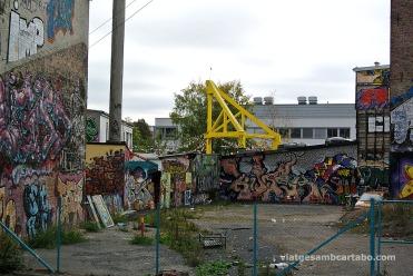 Solar buit ocupat pels grafitis
