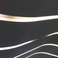 Il·luminació sinuosa als sostres