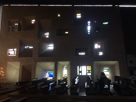 Les obertures decorades amb vitralls de colors enamoren
